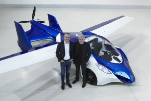 AeroMobil-3-airplane-configuration-from-above-Juraj-Vaculik-Stefan-Klein-standing mini